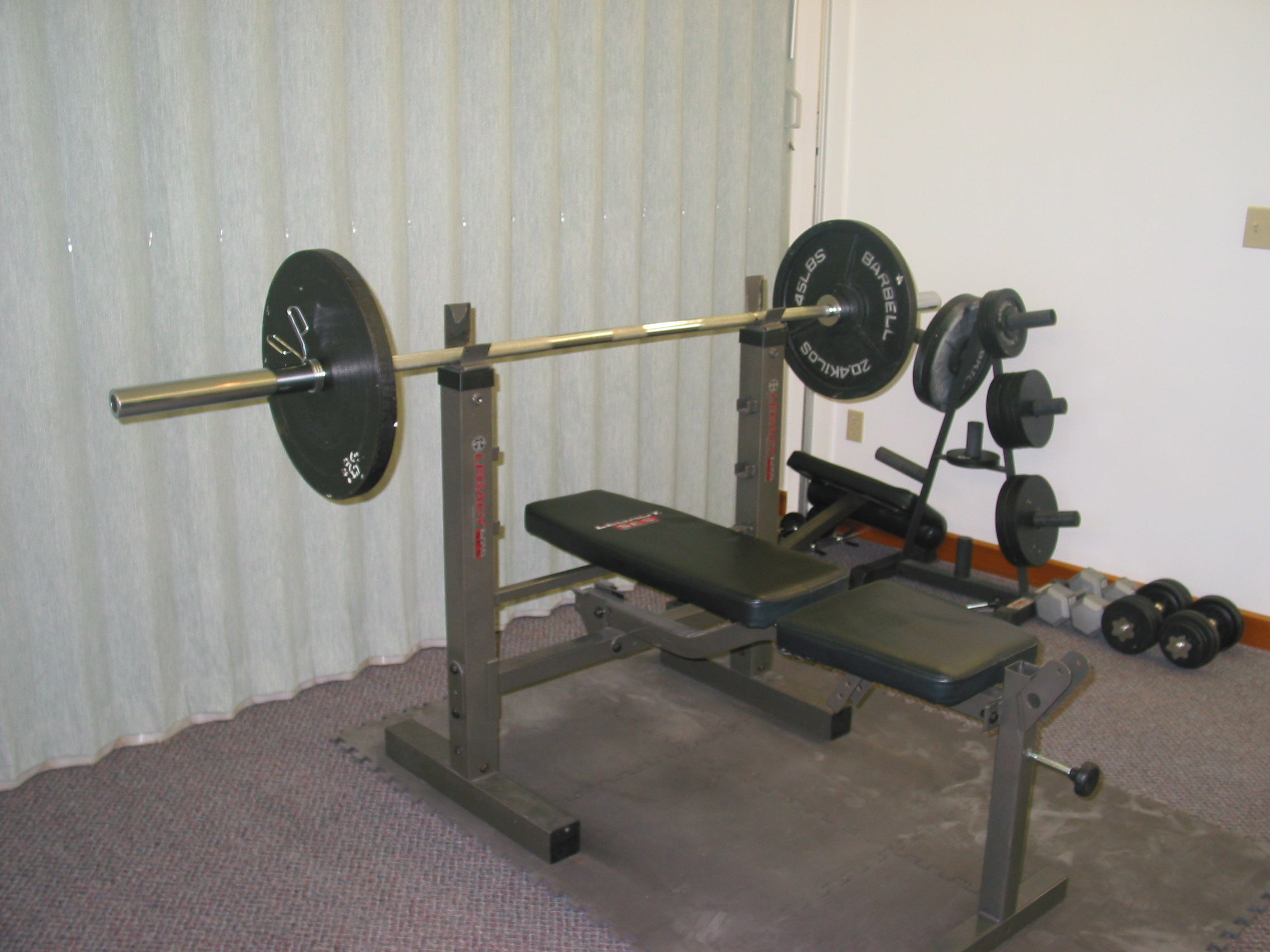 f0cc93659 Picking the right weight bench. - Fitness.com